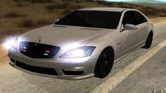 Mercedes-Benz S65 AMG with flashing lights