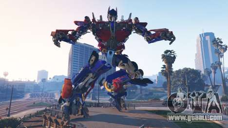 GTA 5 The Statue Of Optimus Prime second screenshot